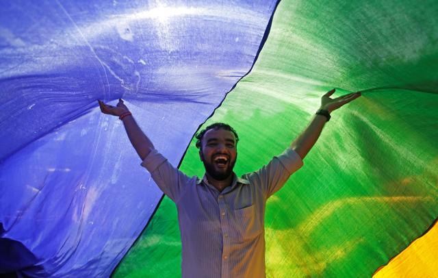 L'India fa un passo nel futuro cancellando le leggi contro i gay
