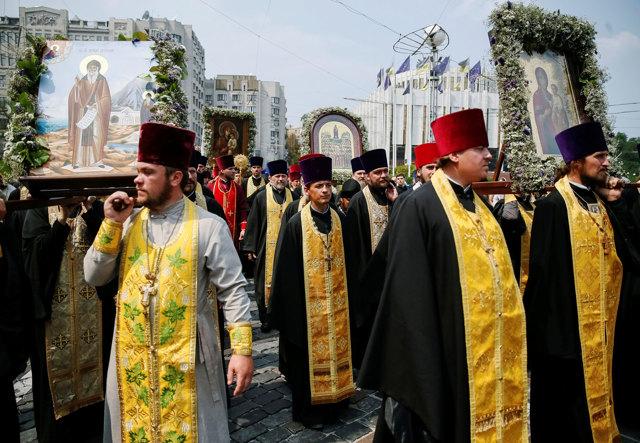 Russia e Ucraina si contendono anche i fedeli