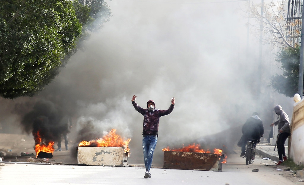 18 arrestato in Tunisia, in mezzo a violente proteste
