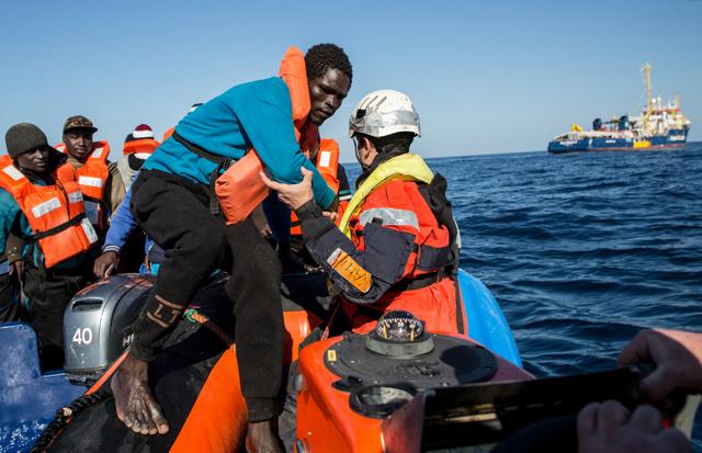 Le navi delle ong influiscono sulle partenze di migranti dal