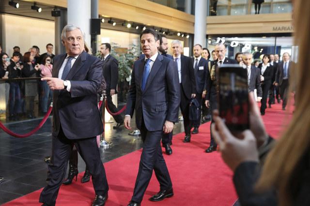 La lega approfitta delle critiche del parlamento europeo a for Quanti sono i membri del parlamento italiano