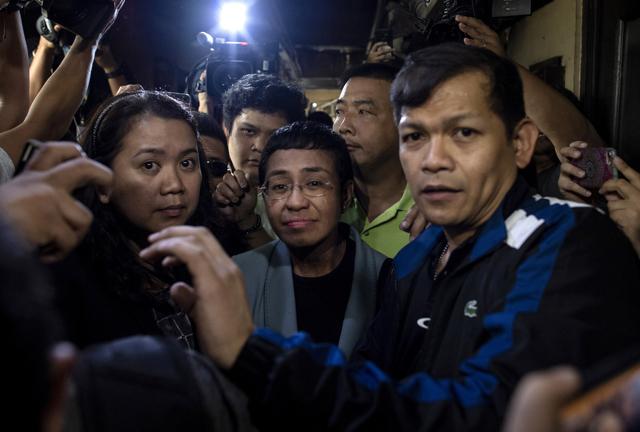 Nelle Filippine una giornalista è sotto attacco insieme alla democrazia