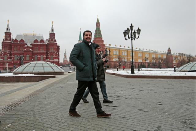 Gli italiani che difendono la Russia in Ucraina