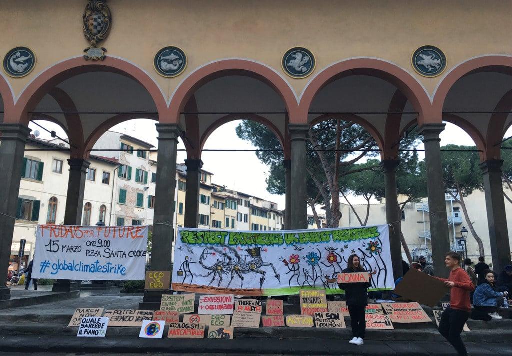 Gli studenti del gruppo #FridaysForFuture Firenze in piazza Ciompi, 13 marzo 2019.  - Emma Romoli
