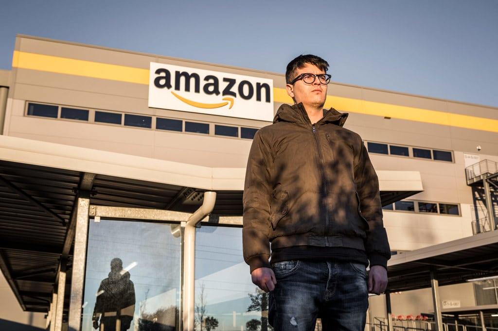 Federico Mattei, ex dipendente di Amazon, nel parcheggio di Passo Corese, il 12 marzo 2019. - Francesco Alesi per Internazionale