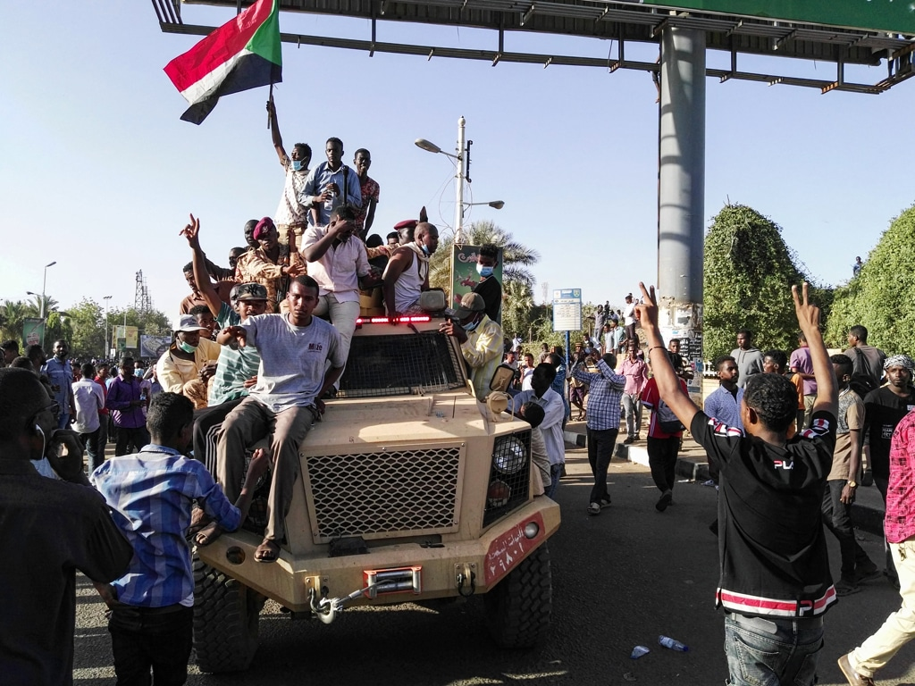 Sudan: militari circondano il palazzo presidenziale, possibile golpe contro Bashir