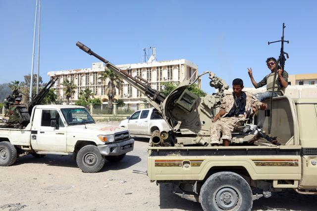 Le ambiguità della Francia sulla guerra in Libia