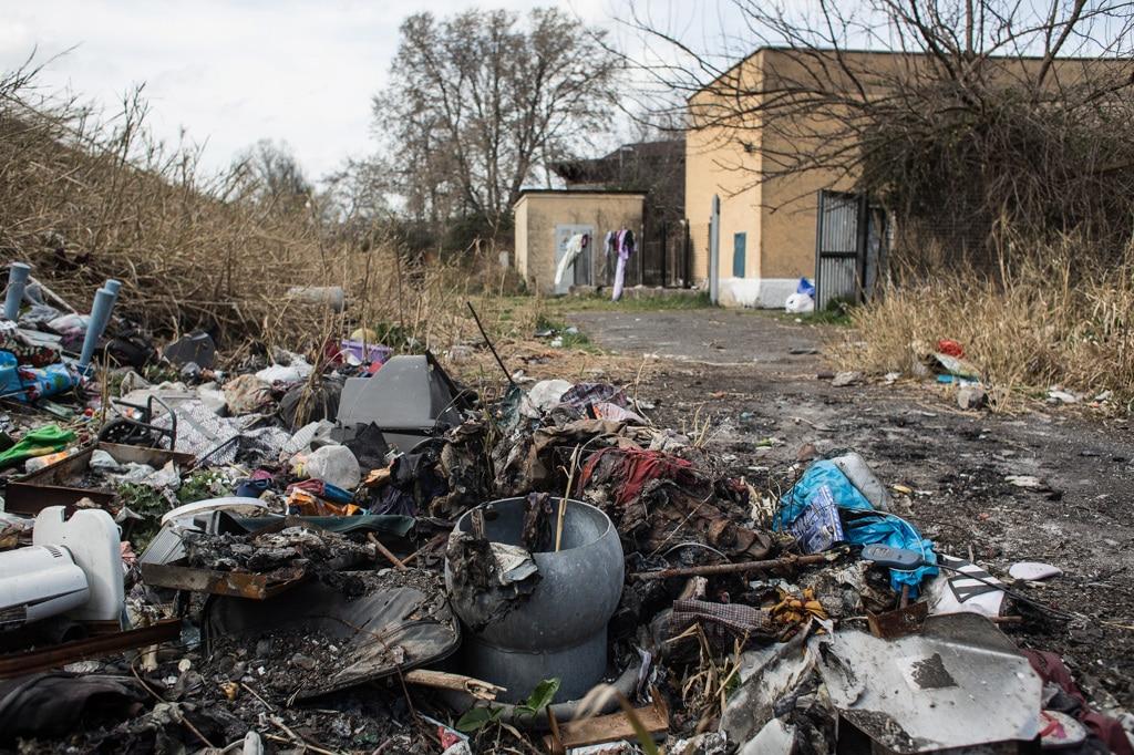 Rifiuti abbandonati fuori dall'impianto di via Salaria, marzo 2019. - Nadia Shira Cohen per Internazionale