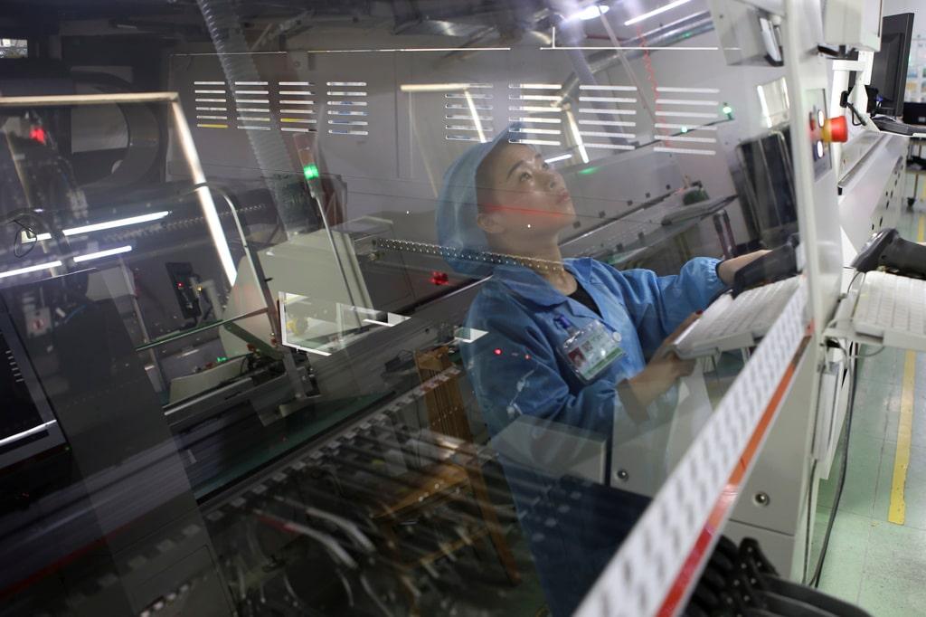 Una fabbrica di apparecchi elettronici a Jiaxing nella provincia cinese di Zhejiang aprile 2019