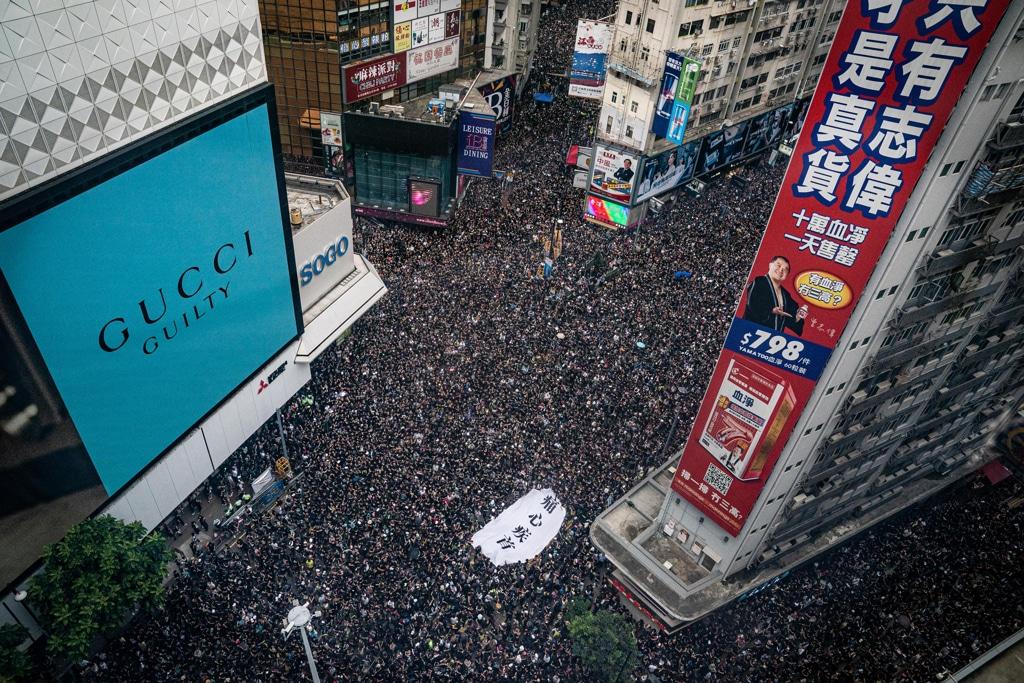 Hong Kong, polizia vuole liberare strade