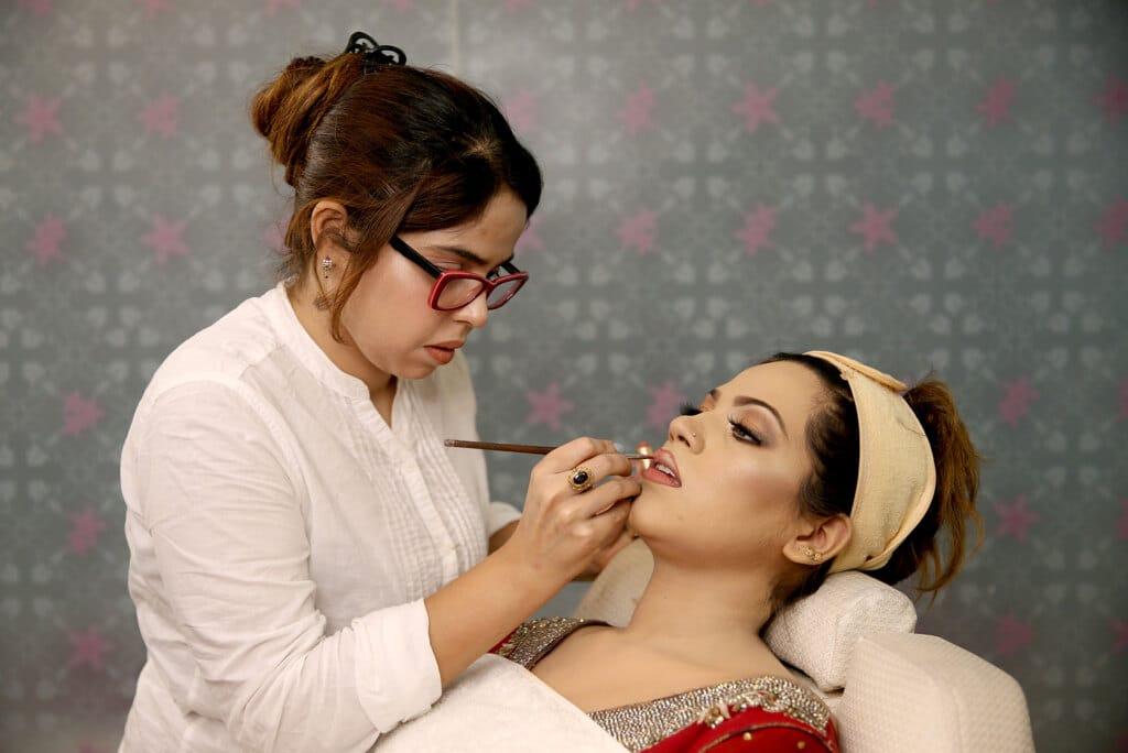 Il Pakistan è ossessionato dalla pelle bianca - Rafia Zakaria