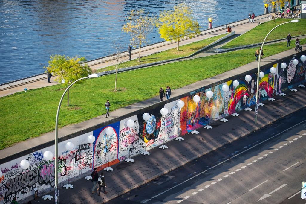 L'East side gallery a Berlino, il 7 novembre 2014. - Hannibal Hanschke, Reuters/Contrasto