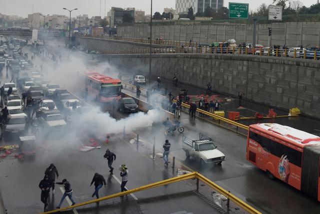 L'Iran accusa dei nemici esterni per le proteste contro il caro prezzi