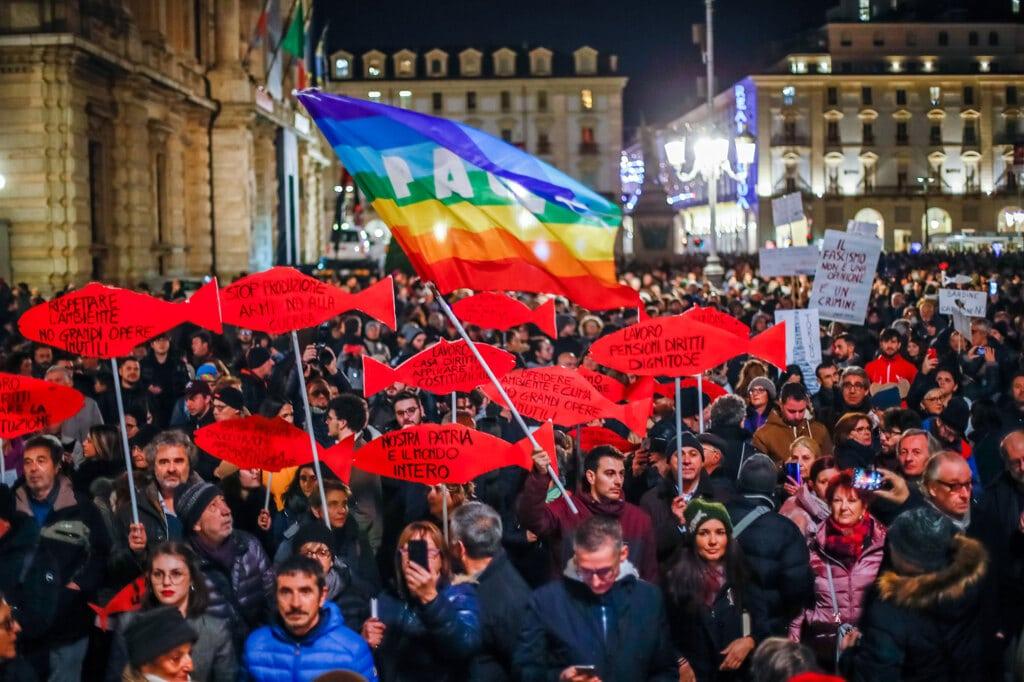 Roma, le Sardine invadono piazza San Giovanni: le immagini dall'alto