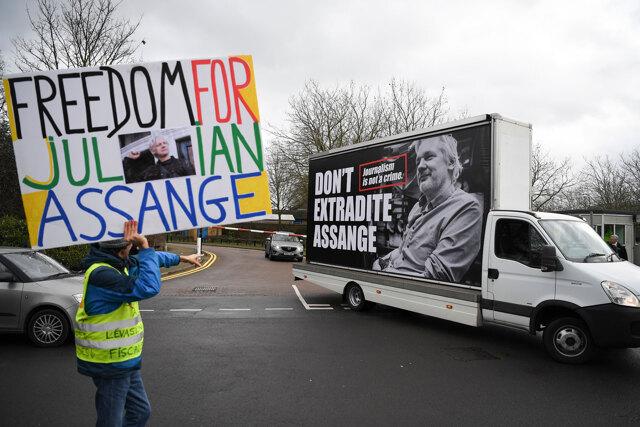 L'estradizione di Assange metterebbe in pericolo la libertà