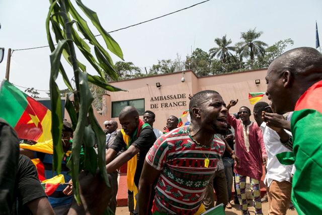 Tensioni tra il Camerun e la Francia sullo sfondo di un mass