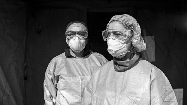 Il dolore invisibile dei medici in corsia contro il coronavi