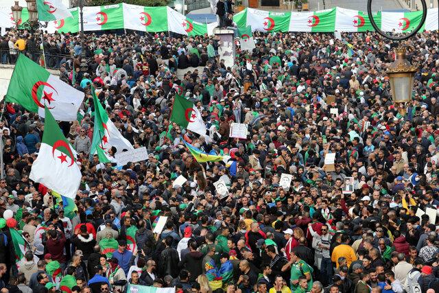 La società algerina chiede giustizia per l'epoca di Boutefli
