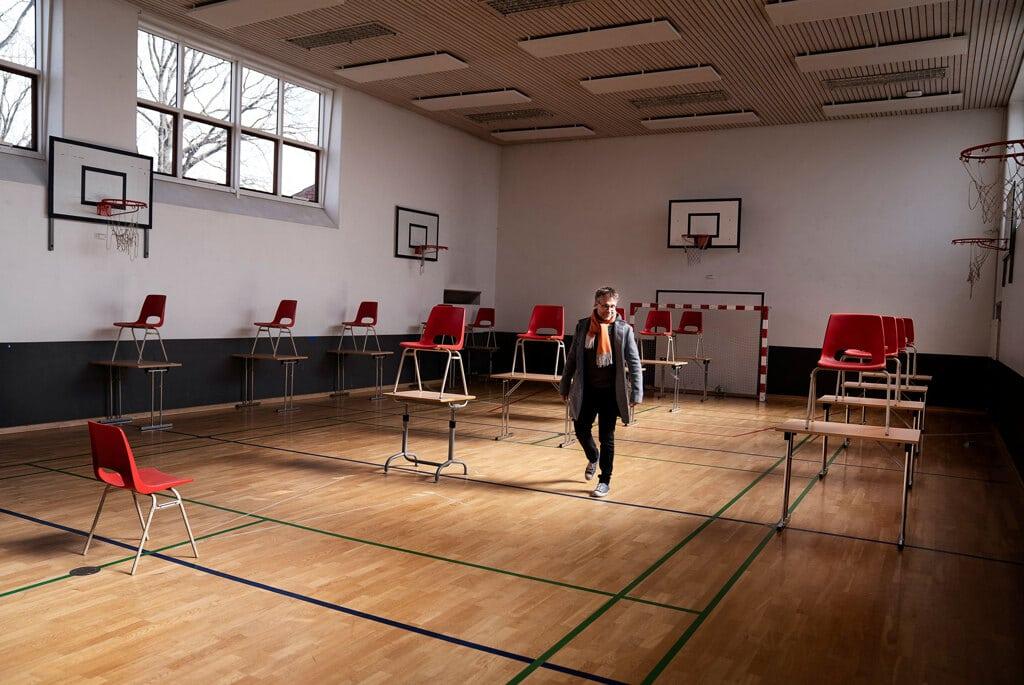La palestra di una scuola a Gladsaxe, Danimarca, usata come aula per le lezioni frontali, 14 aprile 2020. - Liselotte Sabroe, Ritzau Scanpix/Reuters/Contrasto