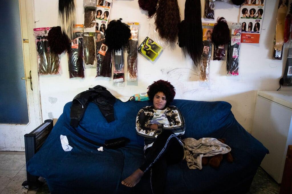 Mary Sado, 33 anni, viene dalla Nigeria. Vive a Castel Volturno, dove prima dell'emergenza sanitaria faceva la parrucchiera. 27 aprile 2020.  - Alessandra Tarantino, Ap/Lapresse