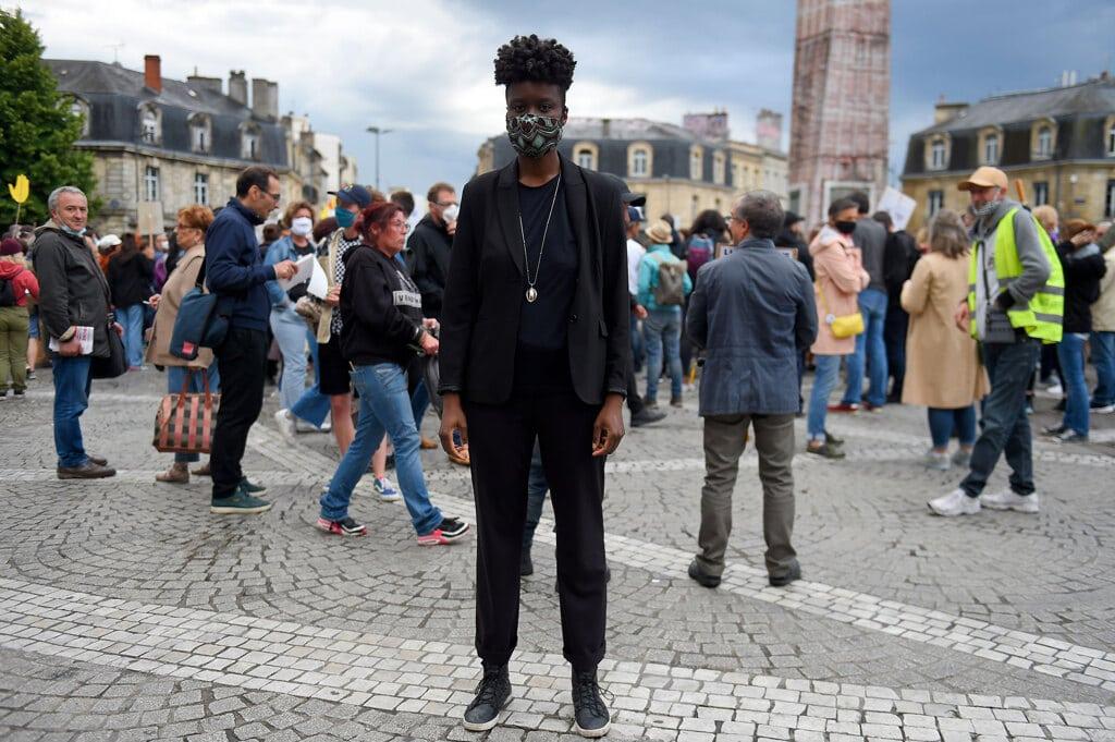 [fonte: https://www.internazionale.it/opinione/virginie-despentes/2020/06/12/francia-polizia-razzismo]]