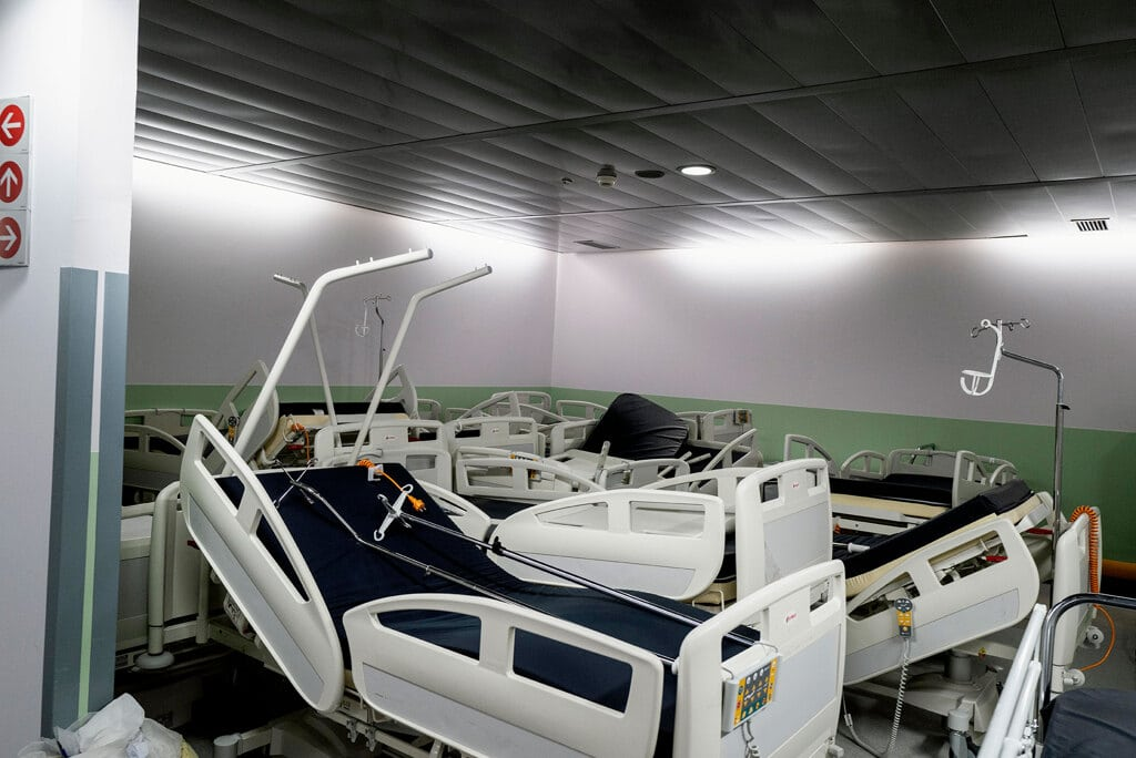 Nel reparto di terapia intensiva dell'ospedale di Bergamo, aprile 2020. - Gabriele Micalizzi, Cesura