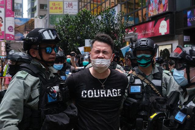 Hong Kong è sola di fronte al pugno di ferro della Cina