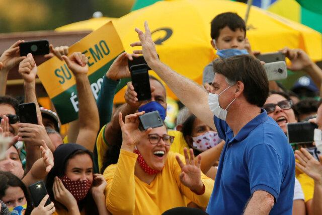 La deriva del populista Bolsonaro, dalle smentite al contagi