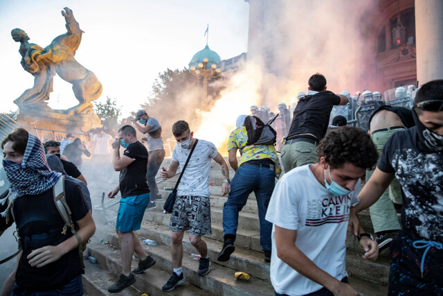 Le proteste in Serbia e le altre notizie sul virus