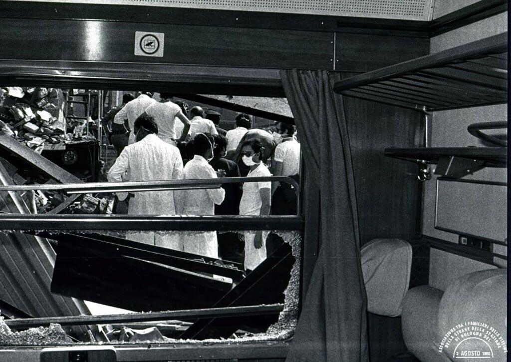 Il vagone del treno Ancora-Chiasso al binario 1, 2 agosto 1980 - Associazione 2 agosto 1980