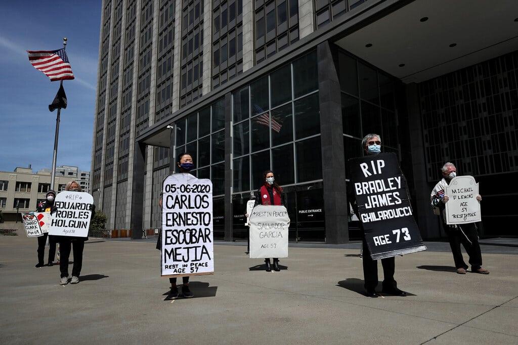 Attivisti ricordano alcuni detenuti morti a causa del covid-19 a San Francisco, Stati Uniti, 12 maggio 2020. - Justin Sullivan, Getty Images
