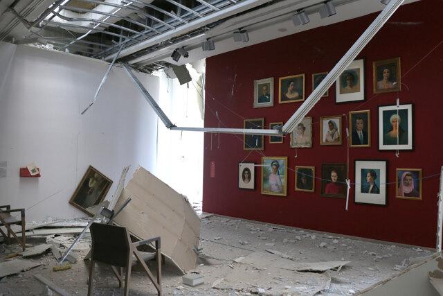 Tra i vetri infranti del museo Sursock di Beirut