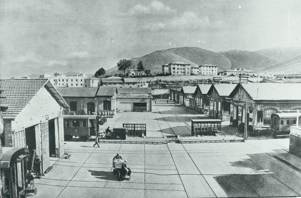 Il reparto dove si producevano le carrozze ferroviarie alla Bpd, 1950 circa. - Centro di documentazione del comune di Colleferro e archivio privato Renzo Rossi