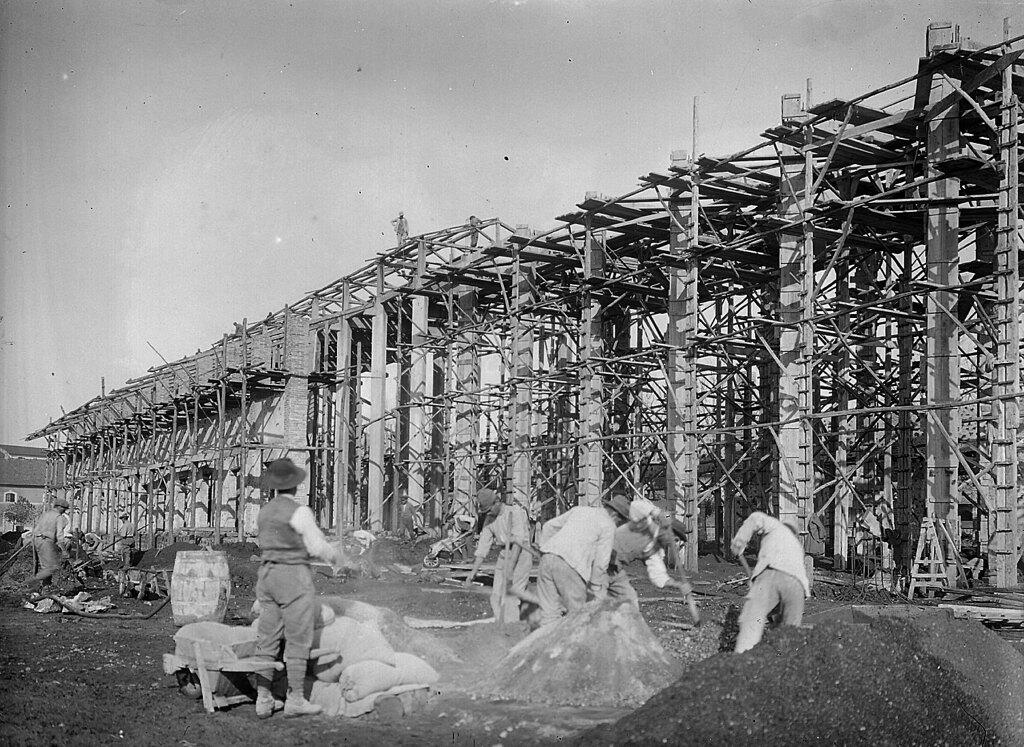 La costruzione dei primi reparti della Bombrini Parodi Delfino (Bpd), 1915 circa. - Centro di documentazione del comune di Colleferro e archivio privato Renzo Rossi