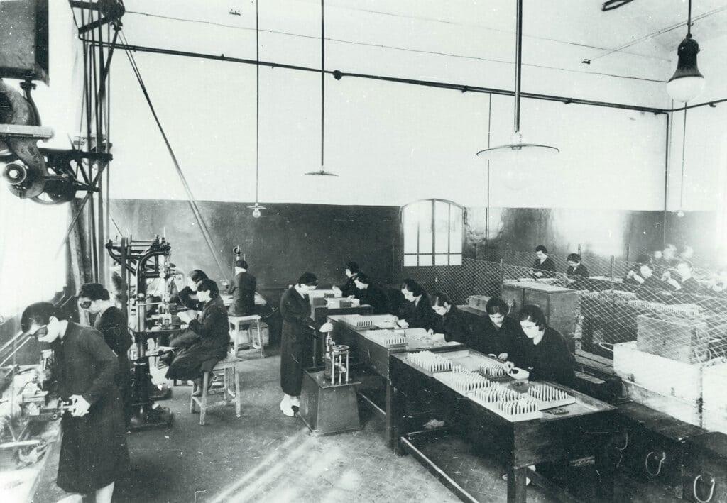 Il reparto dove si fabbricavano le cartucce, 1950 circa. - Centro di documentazione del comune di Colleferro e archivio privato Renzo Rossi