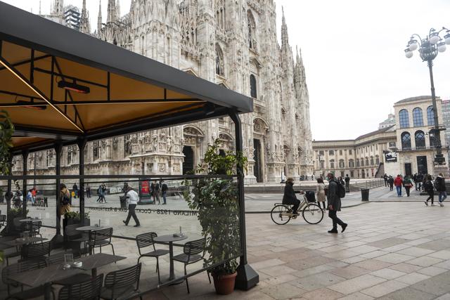 Stretta in Lombardia, Lazio e Campania e le altre notizie sul virus