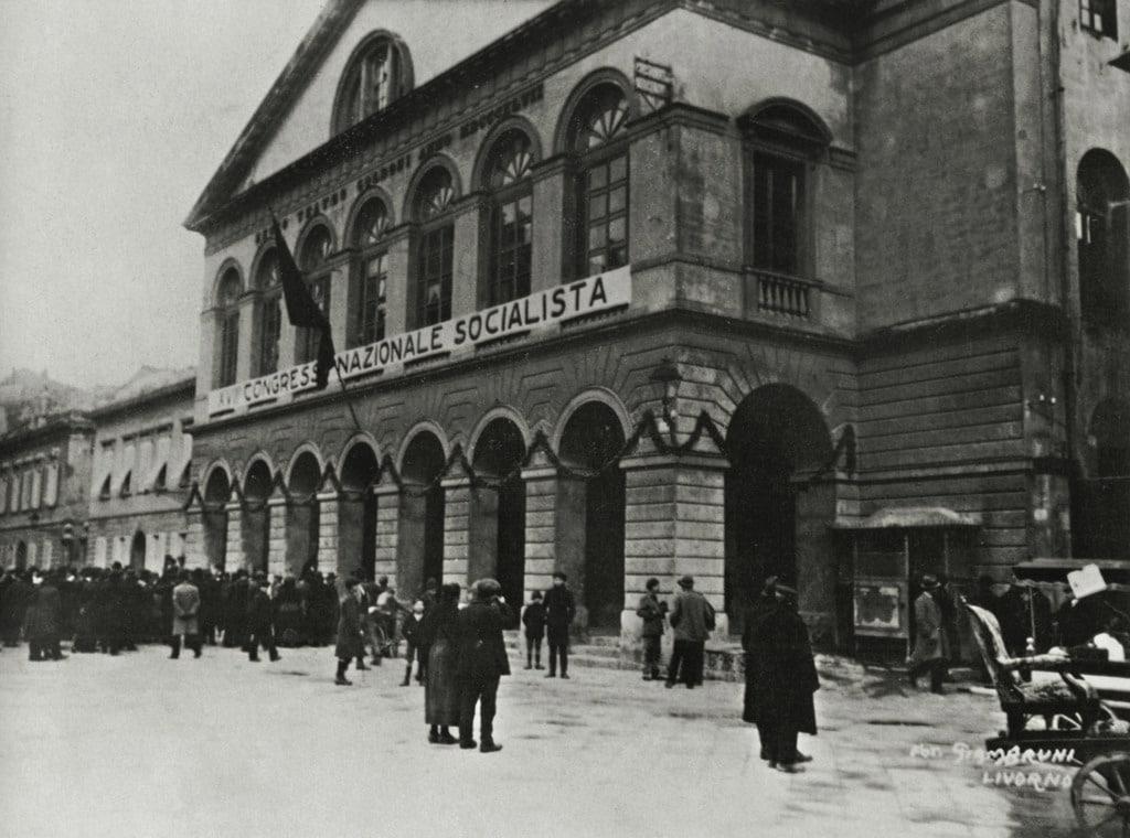 Il teatro Goldoni durante il congresso socialista, Livorno, 15 gennaio 1921. - Fototeca Gilardi/Mondadori Portfolio