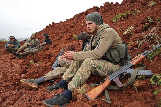 I giovani siriani reclutati da Russia e Turchia e poi abbandonati