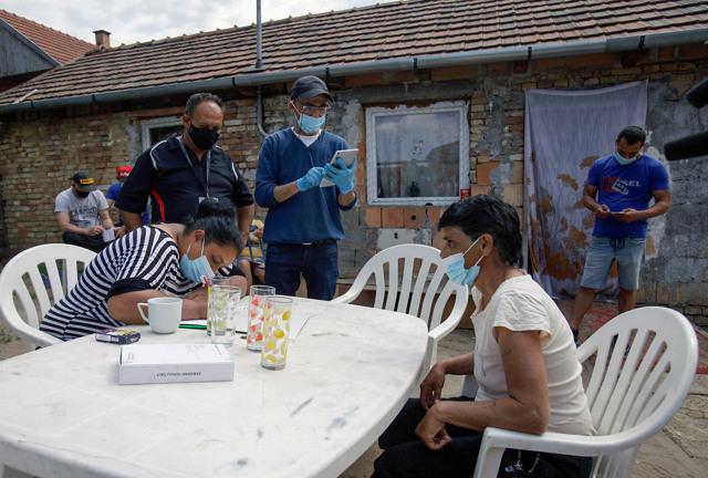 Kistarcsa, Ungheria, 12 maggio 2021. Rom si registrano per la vaccinazione contro il covid-19. - Peter Kohalmi, Afp
