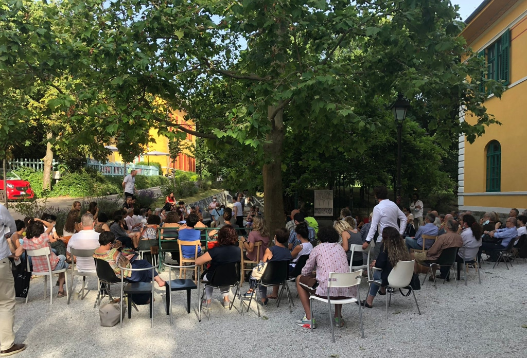 Un'assemblea nel parco dell'ex manicomio di San Giovanni, Trieste. - Per gentile concessione dell'Accademia della follia