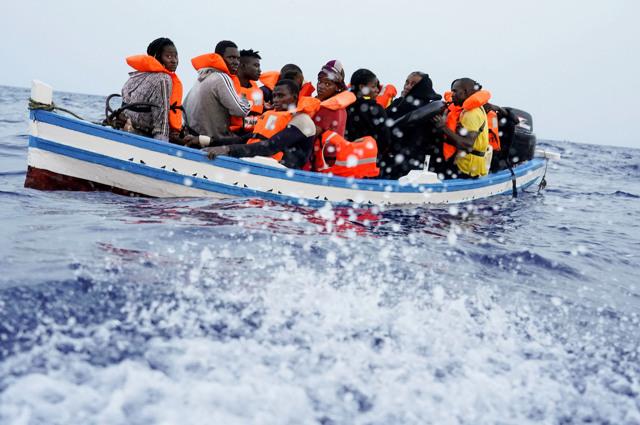 La criminalizzazione dei migranti passa per l'accusa di essere scafisti...